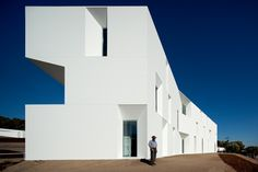 Alcacer do Sal Residences by Francisco Aires Mateus & Manuel Aires Mateus White House Architecture, Facade Architecture, Contemporary Architecture, Alcacer Do Sal, Portugal, Contemporary Apartment, Interior Photography, White Houses, Urban