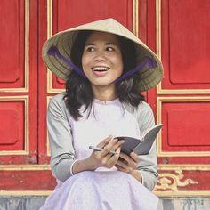f4e761e89a6 Lan Huế in Vietnamese áo dài and nón lá (conical hat)