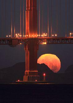 Full Moon under the Bridge - Golden Gate Bridge Arch, San Francisco, California - photo by Alex Shar Beautiful Moon, Beautiful World, Beautiful Places, Baie De San Francisco, Monument Valley, Shoot The Moon, Photo Images, San Fransisco, California Dreamin'