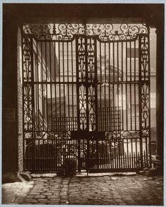 102, Leadenhall Street, London The iron gate and courtyard of a very fine mansion, demolished in 1875 or 1876.