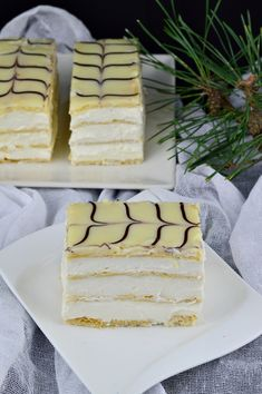 Mille-feuille (prajitura Napoleon) - CAIETUL CU RETETE Puff Pastry Recipes, Ice Cream Recipes, Tea Cakes, Mini Cakes, Cookie Desserts, Cookie Recipes, French Desserts, Pastry Cake, Sweet Cakes