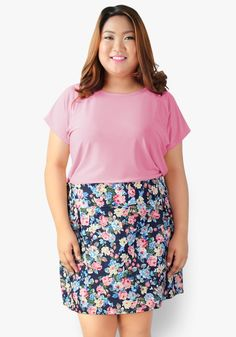 Catch a chic and confident look with this simple top attached to denim stretch floral printed skirt. Gartered at the back of the waist. An outfit that's extraordinarily stylish! Office Dresses, Casual Dresses, Designer Party Dresses, Floral Print Skirt, Confident, Denim, Printed, Chic, Stylish