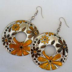 Brinco Flor feito em  de alumínio. R$ 1,80