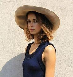 Shoulder-length hair and a sun hat = summer uniform