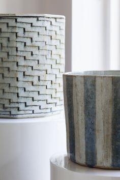 Bo bedre ... Gutte Eriksens og Gertrud Vasegaards smukke glasurer og strukturer i samspil.
