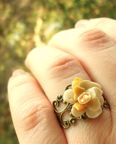 Sea Shell Jewelry Sea Shell Flower Ring by tropEEcal on Etsy, $18.99../// Looks like a princesses ring