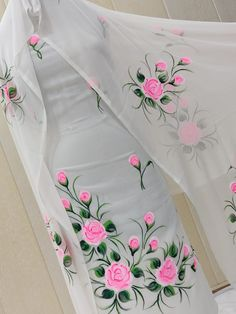 Fabric Paint Shirt, Fabric Painting On Clothes, Painted Clothes, Hand Embroidery Patterns Flowers, Border Embroidery Designs, Embroidery Suits Design, Saree Painting Designs, Fabric Paint Designs, Hand Painted Sarees