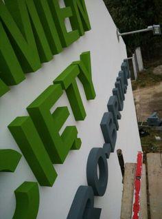 Litery przestrzenne ze styroduru. #reklama #slupca #litery #sturodur #wrzesnia #konin #3D http://b-6.pl/reklama-zewnetrzna/item/147-litery-przestrzenne.html