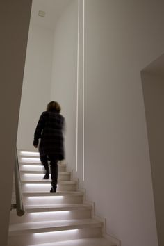 www.iguzzini.com Mooi om lengterichting trap naar kelder te benadrukken