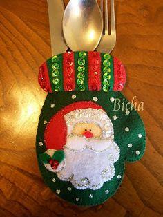 **Manualidades de Bicha**: Portacubiertos Navideños Christmas Sewing, 1st Christmas, Christmas Projects, Holiday Crafts, Christmas Holidays, Christmas Bulbs, Christmas Tablescapes, Christmas Decorations, Craft Sale