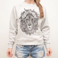 """You can't kill the spirit of the lionhearted."" /E.Vuren/#zverudarzs #latviandesign #handmade #drawing #lion #print #sweater #barcelona #bcn #granollers #design #style #mystyle #fashion #ootd #sisismithfashion #winter #feliz #moda #details #happiness #love #blogger #amor"