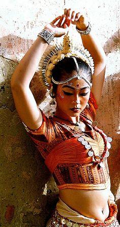 Odissi-Dancer #Bellydance #BellydanceOutfits #BellydanceCostume #Dance #Bellydancer