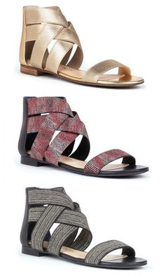 Elastic flat sandals with crisscrossing straps at the ankles and an open toe strap