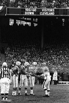 NFL Championship Cleveland Browns Ted Davis shaking hands with Baltimore Colts Gino Marchetti QB Johnny Unitas and Alex Hawkins before game at. Browns Football, Nfl Football, Football Players, Nfl Photos, Football Photos, Nfl Championships, Championship Game, Baltimore Colts, Indianapolis Colts
