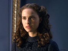 The Star Wars Prequels are certainly a divisive trilogy; Many argue over what George Lucas had done to the Star Wars universe by introducing these films but… Star Wars Padme, Amidala Star Wars, Queen Amidala, Star Wars Characters, Star Wars Episodes, Female Characters, Natalie Portman Hot, Natalie Portman Star Wars, Star Wars Art