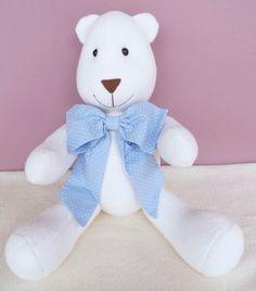 Urso Albertinho- Azul by Atelier La Mar    Urso decorativo, todo confeccionado em tecido antialérgico.  Ideal para decorar o quartinho, chá de bebê, chá de fralda, chá revelação e festinhas com o tema urso.