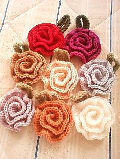 Rose Flower Crochet [Tawashi] Accent - Free Pattern by Ravelry member Pierrot (Gosyo Co., Ltd)