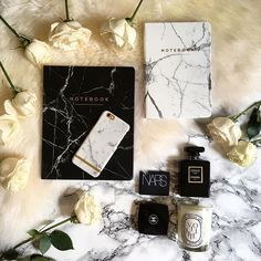 I have a serious affinity for all things marble, including my @richmondfinch phone case 👏🏼 . . . . . . . #rsa_vsco #tasteintravel #ink361_street #houseportrait #soho #architecture #pastel #simplebeyondblog #fbloggers #инстаграмнедели #instafollow #tagsforlikes #fashionblogger #fashionblogger_de #blogger_de #followme #prettycitylondon #mystyle #stylist #styleblogger #ilove_simplebeyond #citylimitless #folkgood #igrecommend #kinfolk #igersnyc #exploremore #darlingmovement #nothingisordinary…