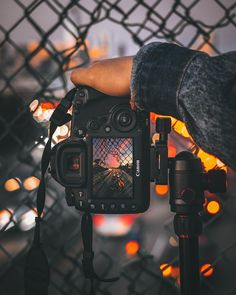 Necessary Photography Gear Canon - Fotografie - Fotografia Photography Gear, Creative Photography, Amazing Photography, Portrait Photography, Nature Photography, Photography Backdrops, Professional Photography, Photography Lighting, Newborn Photography