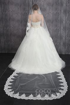 Unique One-tier Lace Edge Tulle Ivory Cathedral Veils CV001500B #weddingessentials #cocomelody