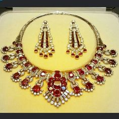 Treasuregarland. Cartier ruby and diamond necklace with earrings, @britishmuseum!! C.1954, it's ultra gorgeous!! #vintagejewelry #necklace #museum#cartier #history #designerjewelry #britishmuseum #ruby #diamond