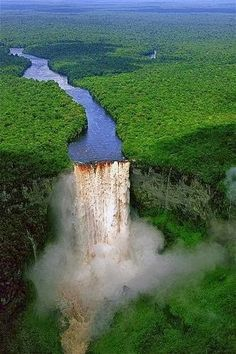 Kaieteur Falls, Guyana.   Más Información del Turismo de Navarra España: ☛  #NaturalezaViva  #TurismoRural  ➦   ➦ www.nacederourederra.tk  ☛  ➦ http://mundoturismorural.blogspot.com.es   ☛  ➦ www.casaruralnavarra-urbasaurederra.com ☛  ➦ http://navarraturismoynaturaleza.blogspot.com.es  ☛  ➦ www.parquenaturalurbasa.com ☛   ➦ http://nacedero-rio-urederra.blogspot.com.es/