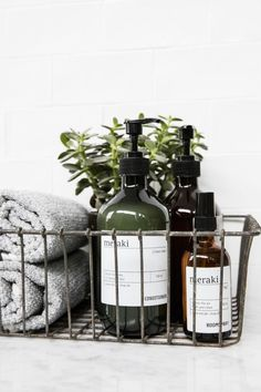Meraki, cosmétiques danois - Home / Decor - Bathroom Decor Diy Bathroom Decor, Bathroom Inspo, Simple Bathroom, Bathroom Styling, Bathroom Inspiration, Bathroom Interior, Bathroom Ideas, Bathroom Designs, Modern Bathroom