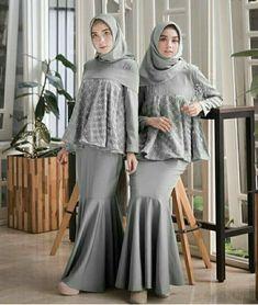 Kinara maxy @120rb Bahan balotelly mix tile brokat Ukuran allsize fit L  #online... Hijab Skirt, Hijab Abaya, Kebaya Hijab, Hijab Dress Party, Kebaya Dress, Batik Kebaya, Kebaya Muslim, Hijab Outfit, Dress Brokat Modern