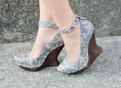 In love with these snake print wedges