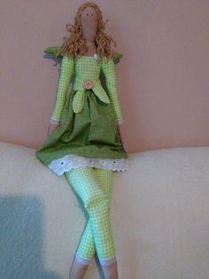 Jarní+panenka+Milá+andělka+v+zeleno-bílé+kombinaci.+Ušitá+z+bavněných+látek,plněná+dutým+vláknem.+Výška+62cm.