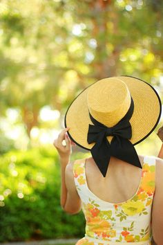 Hats for Women: Miss Ellie enjoying the garden at the Southern Com...