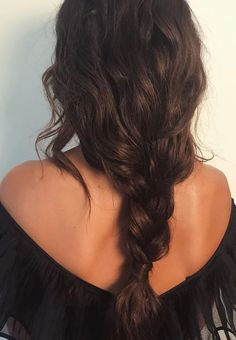 You might have heard the old expression about your hair being the crowning glory of your appearance. Either way, if you are looking for tips on how to style wavy hair, it is because yo… My Hairstyle, Messy Hairstyles, Pretty Hairstyles, Long Curly Haircuts, Hairstyles 2018, Popular Hairstyles, Everyday Hairstyles, Black Hairstyles, Straight Hairstyles