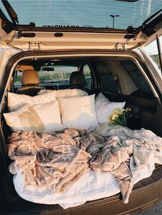 sleepover with boyfriend Travel Couple Goals Friends Ideas Summer Goals, Summer Fun, Fun Sleepover Ideas, Sleepover Party, Party Fun, Dream Dates, Cute Date Ideas, 31 Ideas, Cute Cars