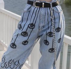 Tbh i would love to paint smth like this onto a pair of mom jeans . The post Tbh i would love to paint smth like this onto a pair of mom jeans . appeared first on Jean. Mode Grunge, Grunge Look, Grunge Girl, 90s Grunge, Grunge Style, Black Grunge, Diy Jeans, Love Jeans, Jeans Style