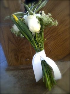 Country- Style Tossing Bouquet: Roses, Lysiamacchia,  Chrysanthemums, Queen Anee's Lace, Irises, Bamboo, Calla Leaves