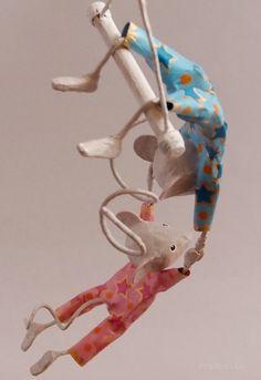 """Mobile duo de souris trapéziste en papier maché """"Les Mis-Mis"""" de la boutique FraNbulle sur Etsy"""