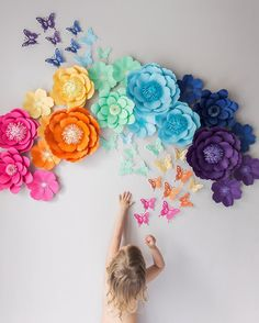 big paper flowers Are you seeking a DIY suggestion that your children can involve with? Why do not you attempt making these flower paper ideas? They are exceptionally simple and also Paper Flowers For Kids, Paper Flowers Craft, Large Paper Flowers, Paper Flower Wall, Paper Flower Backdrop, Giant Paper Flowers, Flower Wall Decor, Paper Roses, Flower Crafts