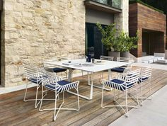 Hamptons Graphic patio table by Roberti.