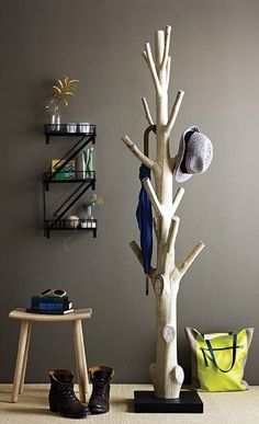 Branch coat rack - 15 Practical DIY Woodworking Ideas for Your Home #woodworkingideas #homedecorationtips