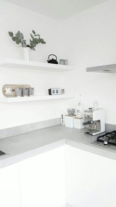 This is what I do not want for our kitchen.....Witte kasten, betonnen aanrechtblad