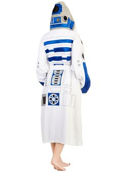 OMG WANT! R2D2 robe - definitely think it's time I retire my butterfly robe from Bootlegger (and 1997).
