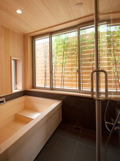 一級建築士事務所 Eee works の モダンな 洗面所/風呂/トイレ 桜を望む家