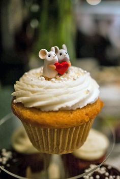 unique wedding cake toppers cute couple of mice one white another gray holding a heart melissa jordan photography