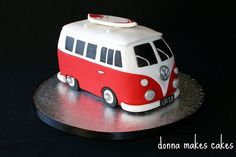 This is sooo cute. I sooo want one. I need an excuse to make a VW cake. She did an awesome job on this. Talented.