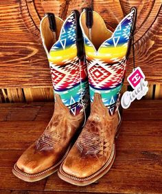 😍 my next pair Mode Country, Country Boots, Country Outfits, Cowgirl Outfits, Cowgirl Style, Trajes Country, Crazy Shoes, Me Too Shoes, Western Shoes