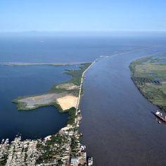 Encuentro del Río Magdalena y el Mar Caribe, Barranquilla Colombia. Bocas de Ceniza