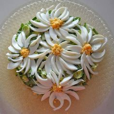 Tops of pepper blossoms. Put a drop of a Plantricious bath in the - Her Crochet Party Food Platters, Veggie Platters, Edible Crafts, Edible Food, Deco Pizzeria, Tea Party Sandwiches Recipes, Meat Trays, Cheese Trays, Food Art