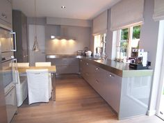 Keuken Hoogglans wit met RVS blad