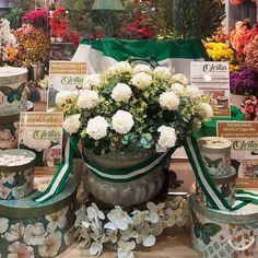 💚💚🤩¡¡¡Estamos preparados para el día de Andalucía!!! ¡Ofertas y #Regalos en #Blanco Azahar!  ¡Te esperamos!  *Oferta válida del 26 al 3 de Marzo de 2018. Hasta fin de existencias  #Floresdeflamenca #FeríadeAbril #Cajasparaflores #MaceterosVintage #Vintage #Decoración  #DíadeAndalucía Table Decorations, Home Decor, Orange Blossom, Shop Displays, March, Seasons, Presents, White People, Decoration Home