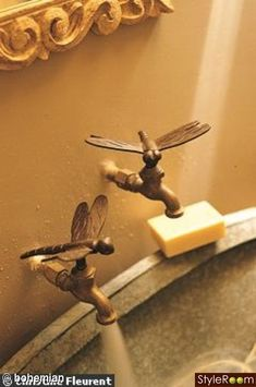 dragonfly faucet handles >>of course they are dragonflies. Do It Yourself Garten, Dragonfly Art, Faucet Handles, Cheap Home Decor, My Dream Home, Home Remodeling, Sweet Home, House Design, Cool Stuff